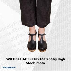 SWEDISH HASBEENS T-Strap Sky High Black Clogs